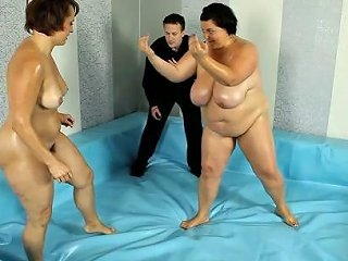 2 Chubby Chicks In Bbw Fight Club Match Porn 9f Xhamster