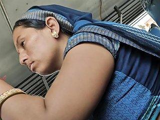 Desi Rajasthani Bhabhi Hot Stomach In Bus