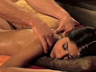 Will Steiger Massages And Oils Up Indian Babe Sahara Knite