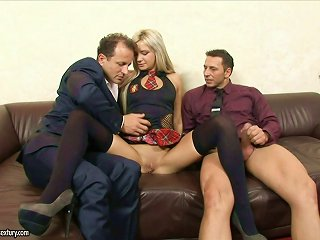 Threesome Sex Leaves Lyanna Covered By Warm Semen